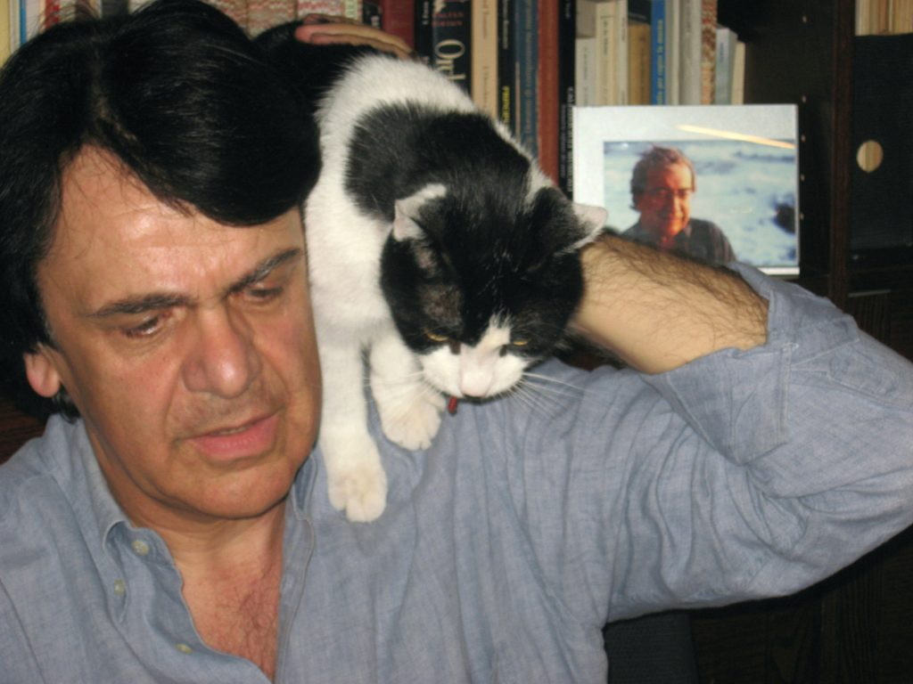 Col micio Pampigula e la foto di Berio